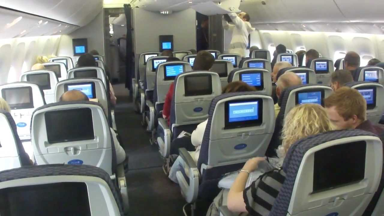 Image Gallery United 767 400 Interior