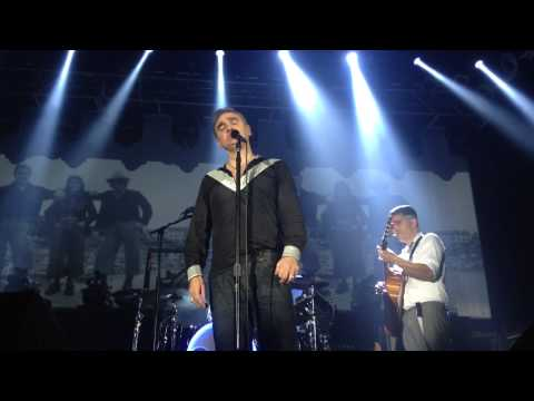 "Morrissey ""Smiler with knife"" live at Razzmatazz Barcelona 29.4.2015"