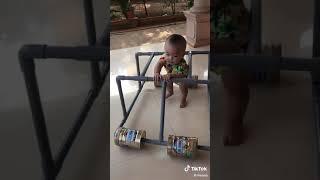 Làm xe đồ chơi bằng ống nước cho bé