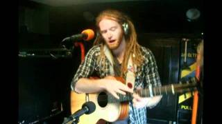 Newton Faulkner live at Beach break live 2011 - voice radio
