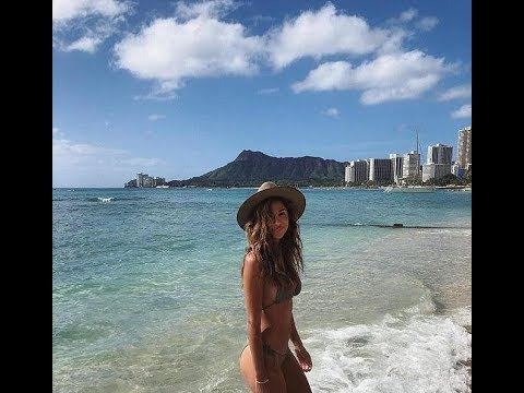 Pia Miller flaunts her pert derriere in bikini in Hawaii