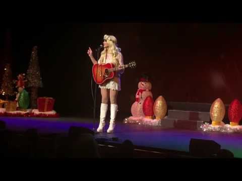 Trixie Mattel - Singing Christmas Songs @ A Drag Queen Christmas: Nashville 12/16/16