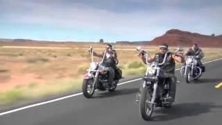 Американский байкер Свобода на открытой дороге Harley Davidsons