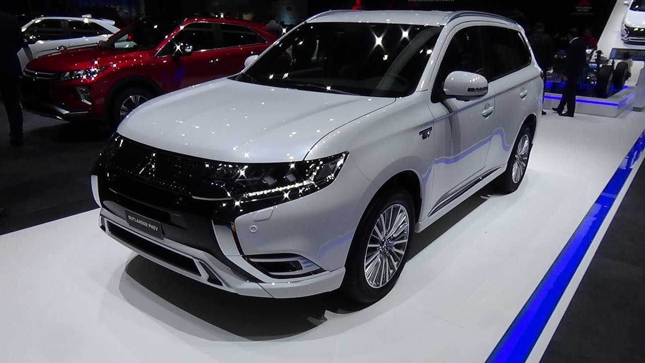 2019 mitsubishi outlander phev plug in hybrid exterior and interior geneva motor show 2018. Black Bedroom Furniture Sets. Home Design Ideas