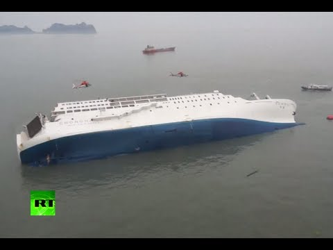 South Korea ship sinks: Video of overturned ferry, rescue ...