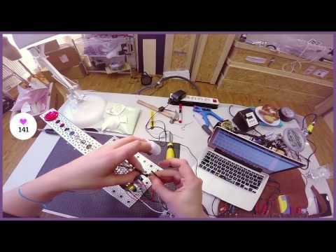 Tele2 — Stig in robotmakaren Simone Giertz huvud när hon testar sin senaste robot.