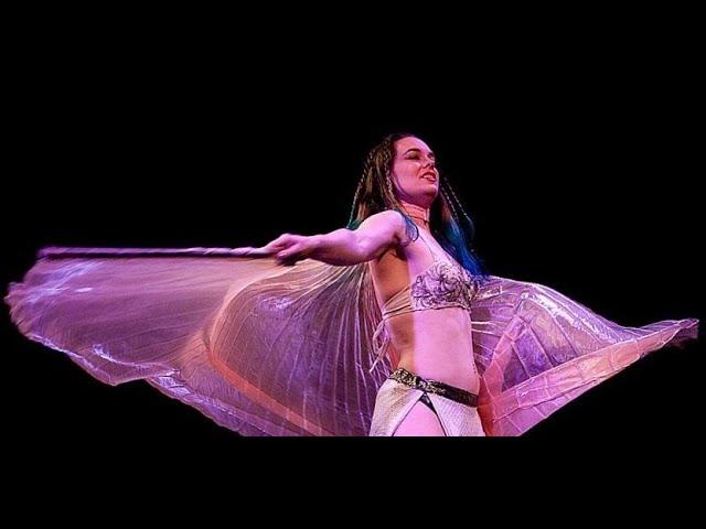 Cleopatra Seduces Caesar - Isis Wings