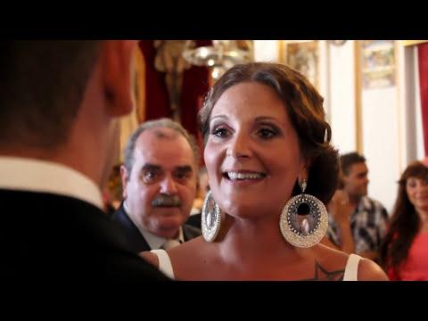 Tere le canta a Alvaro en el altar.Wedding Surprise. Novia sorprende al novio en plena boda