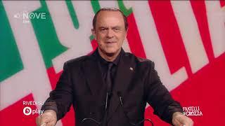 Crozza Berlusconi si difende dalle accuse, anche se non sa quali!