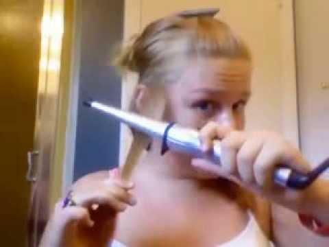Ragazza durante un tutorial si brucia i capelli