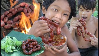 Primitive Technology - Awesome Cooking Sausages - Eating delicious