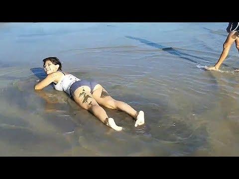 EL Salvador beautifull beach and girls