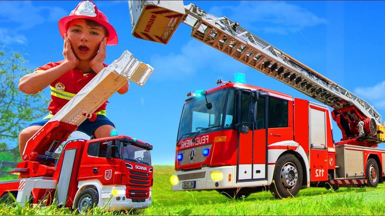 Çocuklar için oyuncaklar ve gerçek bir İtfaiye Aracı ve İtfaiye İstasyonu - Fire Truck Stories