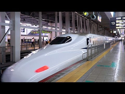 China's high-speed train unveiled - YouTube