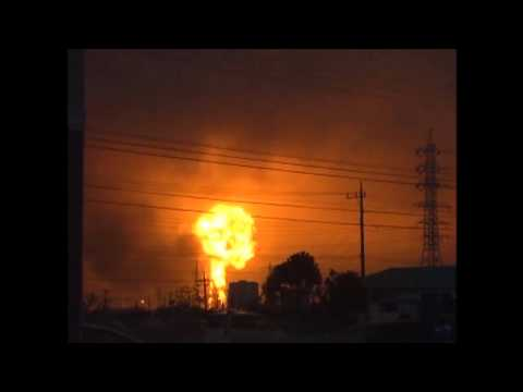 Japan Oil Tank Explosion moments after earthquake (March 11,11)