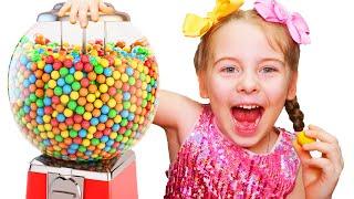 Маленькая Ксюша и забавная история детей про конфеты Pretend play kids candy