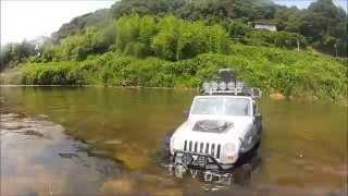 SCX10ジープラングラ―の水遊び