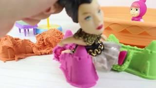 Masha Ve Niloya Renkli Kinetik Kumdan Neler Yaptı? Cadı Mashanın Oyununu Bozuyor