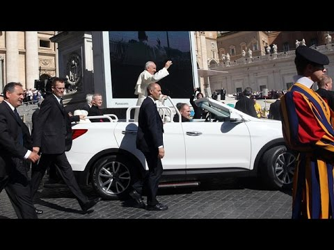 New Popemobile: One Off Hyundai Santa Fe Convertible