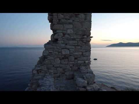 30 seconds Samos - Pythagorion castle ruins and sea with three boats