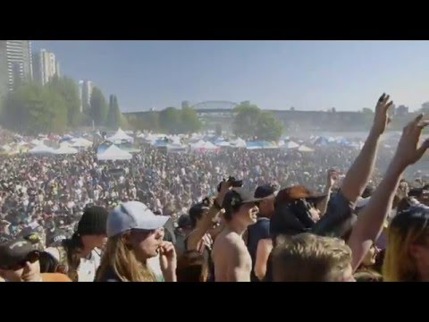 Crowd Blazes for 4:20 at 4/20 Vancouver 2016