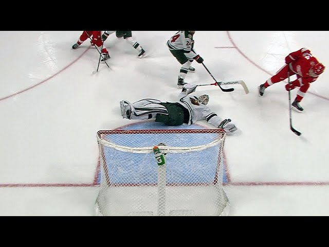 Devan Dubnyk lays out for spectacular glove save