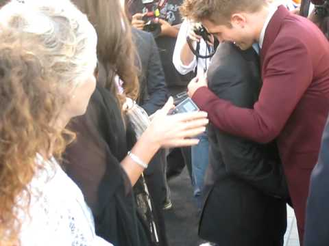 Robert Pattinson arriving at The Twilight Saga: Eclipse premiere