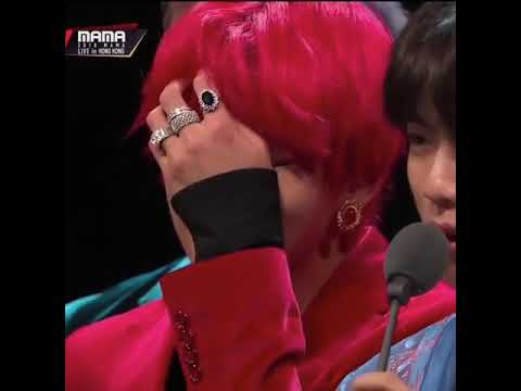 Taehyung (BTS) cries on stage during MAMA 2018
