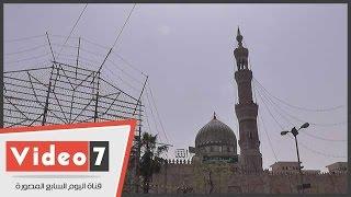 مسجد السيدة زينب يتزين للمولد..والوافدون: إحنا هنا فى محبة السيدة الشريفة