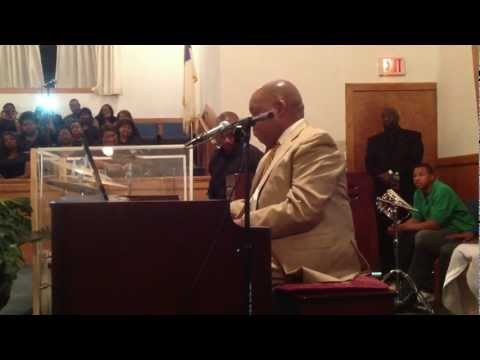 Dr. Moses Tyson performs at Shiloh Baptist Church