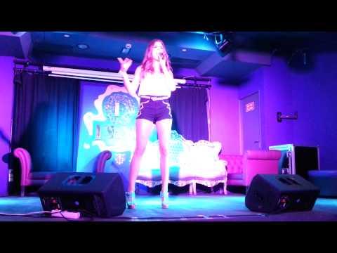 Maria Moreta - Ya Es Un Poco Tarde (down)
