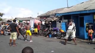 Уличный бокс в Гане(Наше очередное бойцовское видео. На этот раз из Африки! Гана-бывшая британская колония Золотой Берег. Бокс..., 2017-01-29T18:41:41.000Z)