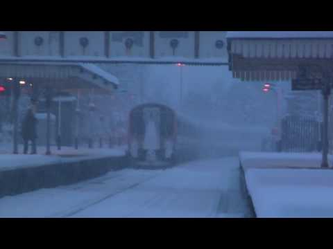 Train trying to leave Farncombe Station in Monday's Snow- arcing and sparks flying!