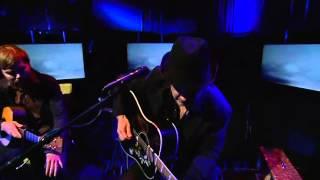 Toni Holgersson - Allting faller (Live @ Nyhetsmorgon)
