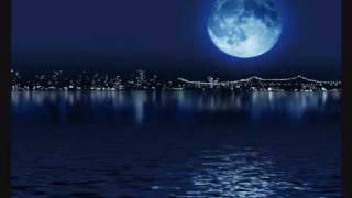 Play La Lune Foncee