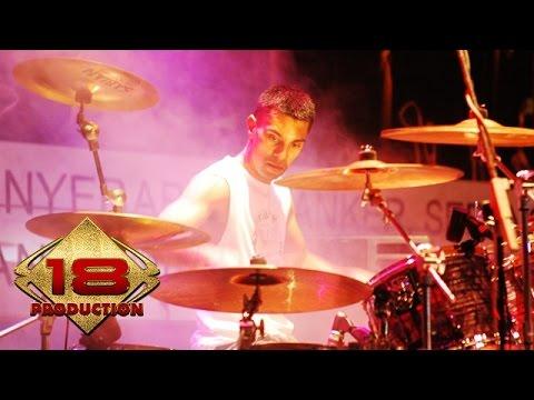 Download lagu terbaik Element - Cinta Yang Lain (Live Konser Palu 8 Juli 2006) Mp3
