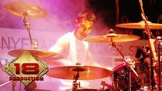 Download Mp3 Element - Cinta Yang Lain  Live Konser Palu 8 Juli 2006
