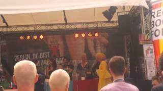 Repeat youtube video Schwul-Lesbisch Stadtfest am Nollendorfplatz am 16.6.2013