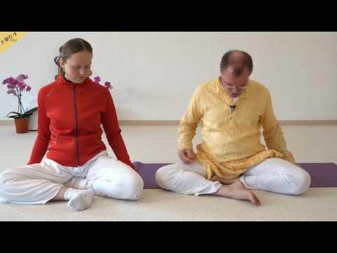 Ardha Siddhasana Yoga Sitzhaltung für Pranayama und Meditation