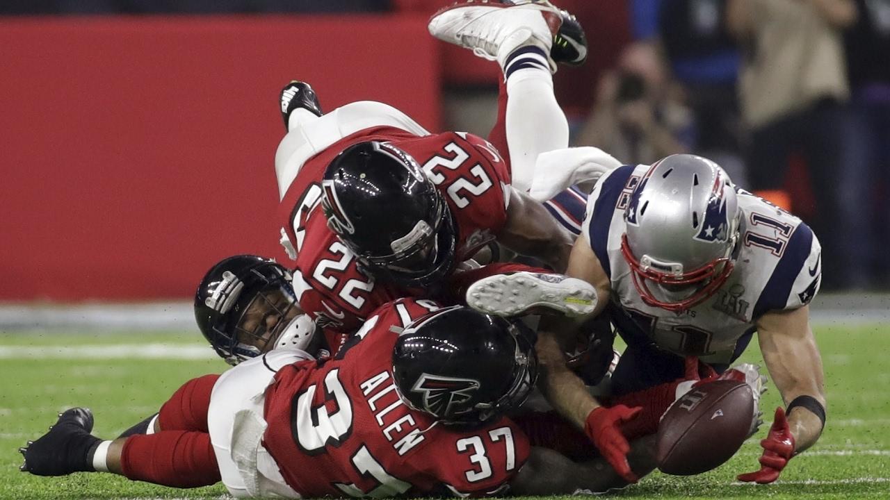 EDELMAN MAKES AMAZING CIRCUS CATCH | Patriots vs Falcons Super Bowl 51 -  YouTube