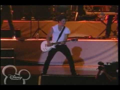 Jonas Brothers - Burnin' Up (World Tour...
