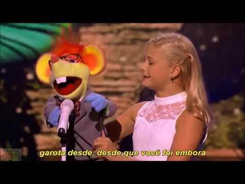 Darcy Lynn com Oscar cantando Whos Loving You  Jackson 5