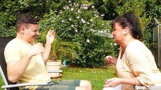Leben mit Tourette | Flachwitze Challenge mit Jans Mutter