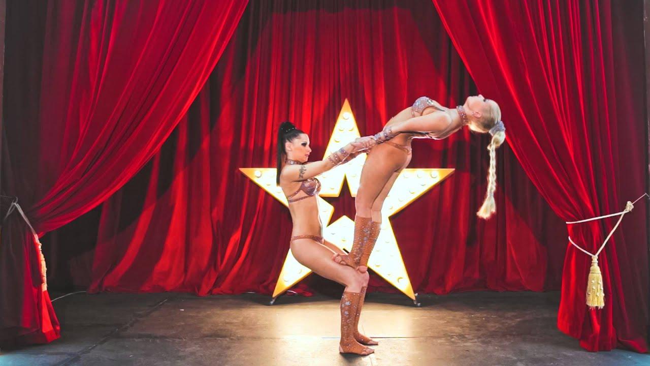 Сексуальная силовая акробатика от дуэта wild girl 2 фотография