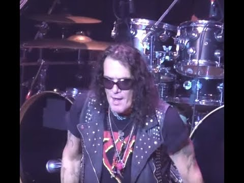 RATT's Stephen Pearcy had another terrible show, out of tune, missed lyrics in Illinois..