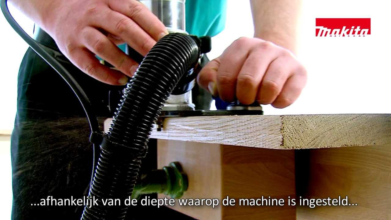 Makita Freesmachine Frees De Kanten Er Vanaf Met De Kantenfrees In De Rt0700c
