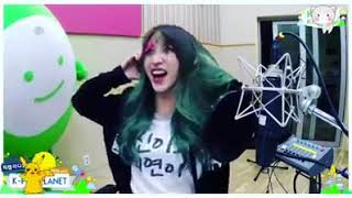 Look, Hani took out the sticker on her face without her hands =))))))))