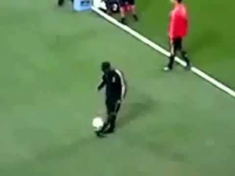 Ronaldinho humiliates his teammate during...