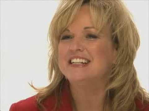 Meet Qvc Program Host Carolyn Gracie Youtube