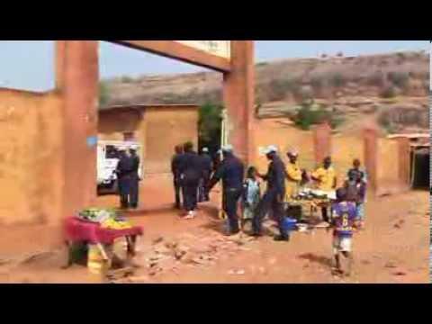 Les Casques bleus de la MINUSMA rénovent le Groupe scolaire de Taliko à Bamako - Novembre 2013